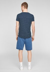 QS by s.Oliver - Basic T-shirt - blue melange - 2
