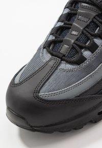 Nike Sportswear - AIR MAX 95 ESSENTIAL - Sneakersy niskie - black/white/smoke grey - 5