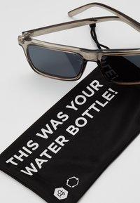 CHPO - BRUCE - Sluneční brýle - grey-transparent /black - 3