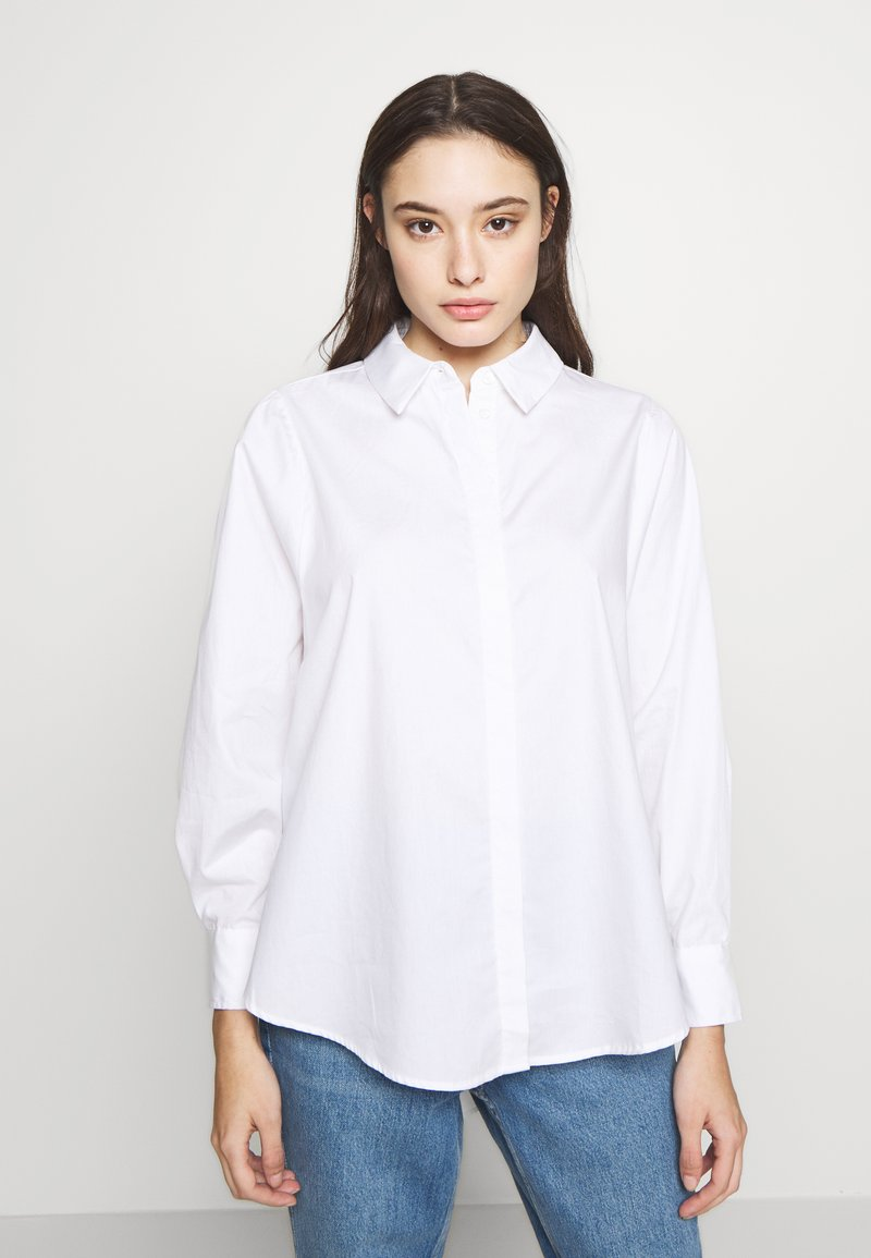 Vero Moda Petite - VMMIE SHIRT PETIT - Button-down blouse - bright white