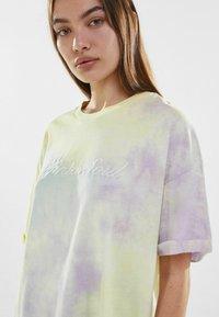 Bershka - Print T-shirt - purple - 3