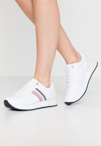 Tommy Hilfiger - ACTIVE CITY  - Trainers - white - 0