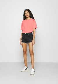 Wrangler - FESTIVAL  - Denim shorts - night fever - 1