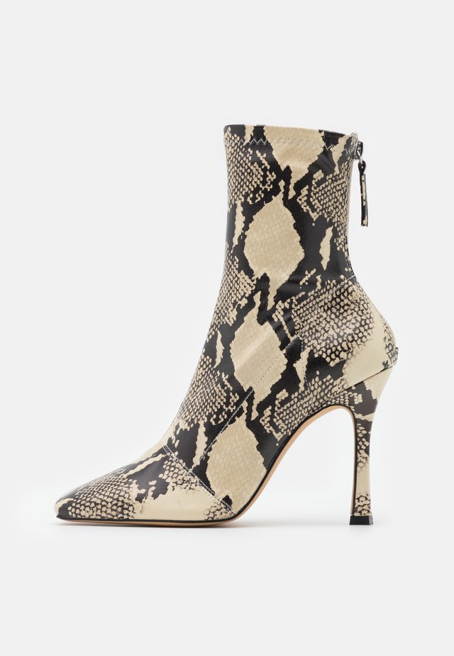 SNAKE SQUARE MID STIELLETOE BOOTS - High heeled ankle boots - brown