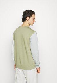 Nike Sportswear - CREW - Sweatshirt - medium khaki - 2