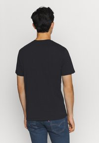 Levi's® - HOUSEMARK GRAPHIC TEE - Print T-shirt - black - 2