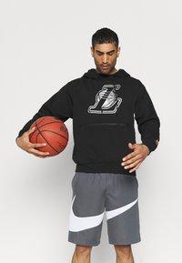 Nike Performance - NBA LA LAKERS LOGO HOODIE - Klubbkläder - black - 4