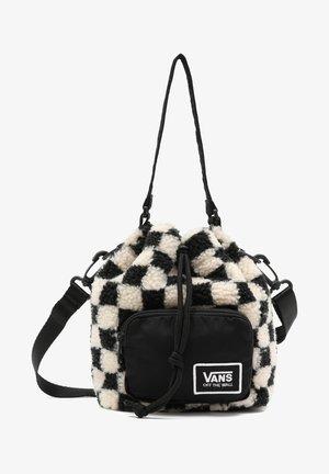 WM ALL AROUND BUCKET BAG - Bolso de mano - black