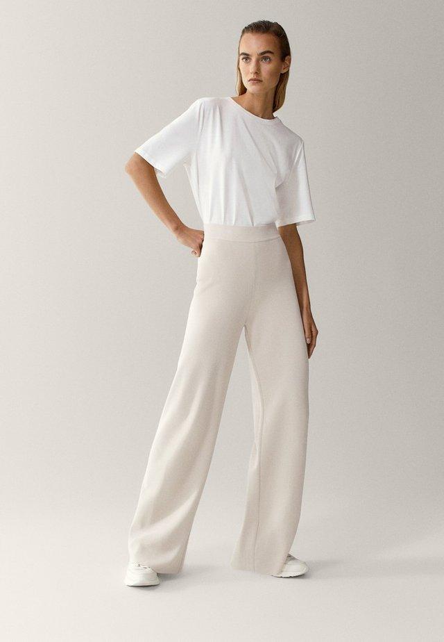TOTAL LOOK - Trousers - beige