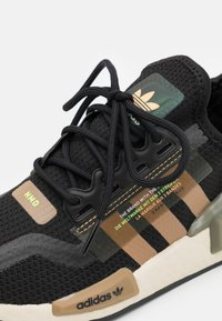 adidas Originals - NMD_R1.V2 BOOST UNISEX - Sneakers - core black/cardboard - 5