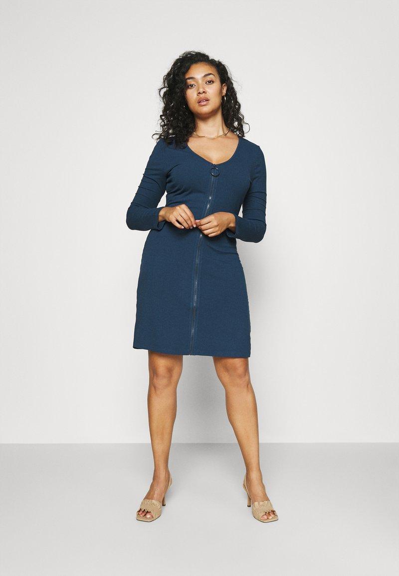 Glamorous Curve - ZIP THROUGH LONG SLEEVE DRESS - Pletené šaty - navy