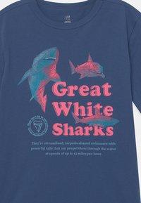 GAP - BOY JUNE  - T-shirt print - chrome blue - 2