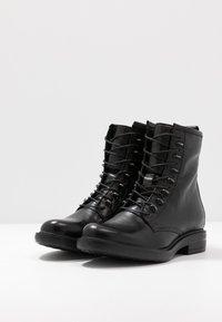 MJUS - Šněrovací kotníkové boty - nero - 4