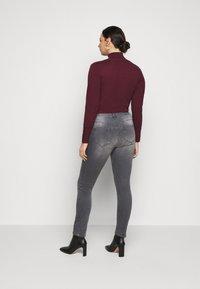 JUNAROSE - by VERO MODA - JRFIVEALLICA - Slim fit jeans - medium grey denim - 2