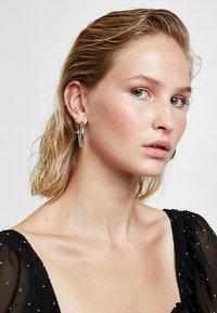 Astrid & Miyu - MYSTIC SPIKE HUGGIES - Earrings - silver-coloured - 1
