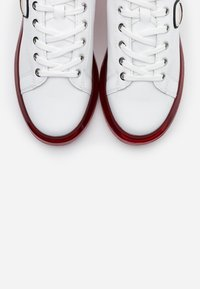 KARL LAGERFELD - KAPRI KUSHION IKONIC LACE - Sneaker low - white/silver - 6
