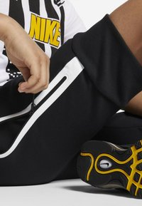 Nike Sportswear - SHORT - Short - black/white - 4