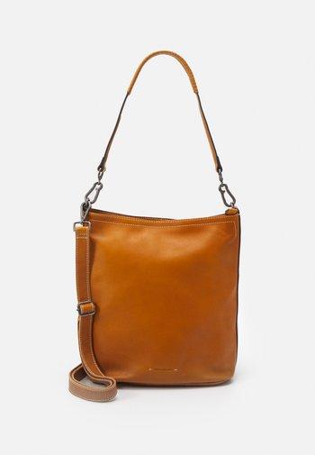 CAPTAIN - Handbag - dark honey