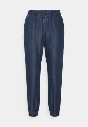 ONLTESSA SMOCK PANTS - Bukse - dark blue denim