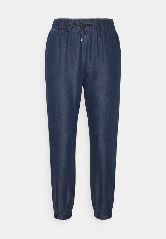 ONLTESSA SMOCK PANTS - Pantaloni - dark blue denim