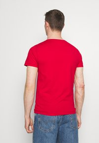 Tommy Hilfiger - LARGE LOGO TEE - Printtipaita - red - 2