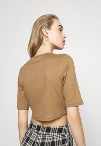 Fashion Union - JODI - T-shirts med print - brown - 2
