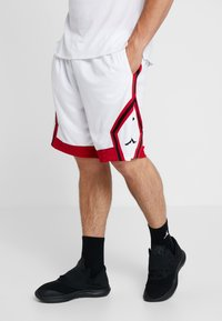 Jordan - JUMPMAN STRIPED SHORT - Sportovní kraťasy - white/gym red/black - 0
