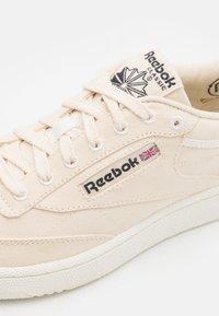 Reebok Classic - CLUB C 85 GROW UNISEX - Sneakers - chalk/core black - 5