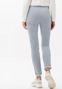 BRAX - STYLE SHAKIRA - Pantalon classique - clean light blue - 2