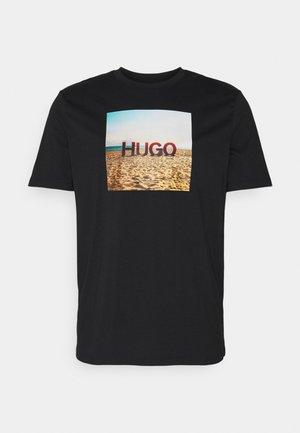 DOLDPLAY - T-shirt z nadrukiem - black