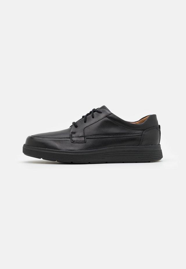 UN ABODE EASE - Šněrovací boty - black