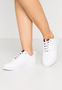 Tommy Hilfiger - CASUAL CORPORATE - Baskets basses - white - 0