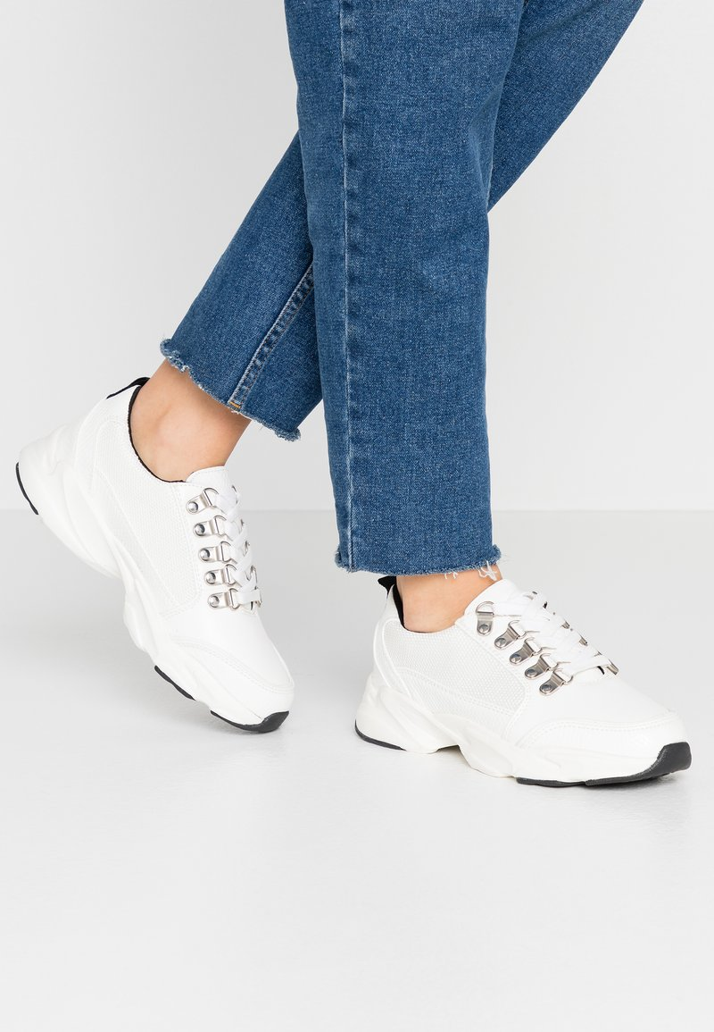 Miss Selfridge - TRUE HIKER LACE UP TRAINER - Trainers - white