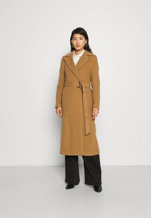 ESSENTIAL LONG WRAP COAT - Klasický kabát - soft camel