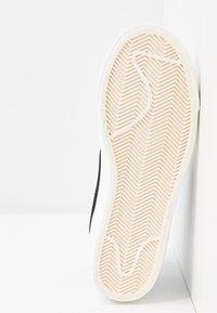 Nike Sportswear - BLAZER MID '77 - Sneakersy wysokie - white/black/sail blanc - 9