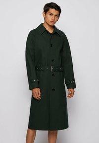 BOSS - ANDO RW - Trenchcoat - open green - 0