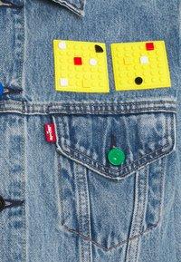 Levi's® - LEVI'S® X LEGO VINTAGE FIT TRUCKER UNISEX - Jeansjacka - blue denim - 2