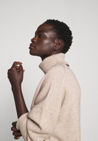 CHINTI & PARKER - THE RELAXED - Sweter - oatmeal - 5