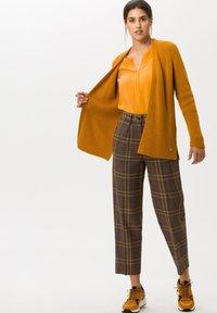 BRAX - STYLE CLARISSA - Long sleeved top - butternut - 0