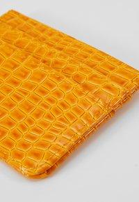 HVISK - CARD HOLDER CROCO - Lommebok - orange - 2