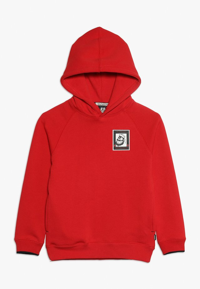 BRUTUS COLAB HOODY WITH BADGE - Hoodie - lifeguard red