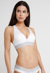 Calvin Klein Underwear - PLUNGE PUSH UP - Stroppeløs-BH - white - 0