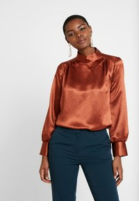 Closet - HIGH NECK GATHERED BLOUSE - Blouse - rust - 0