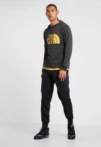 The North Face - LOGO JOGGER - Verryttelyhousut - black - 1