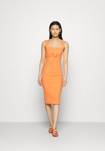 THE ENVISION DRESS - Vestido de cóctel - peach
