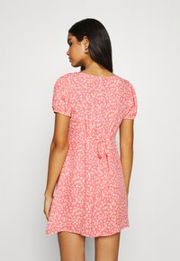Cotton On - ESSENTIAL TIE BACK MINI TEA DRESS - Denní šaty - strawberry sorbet - 2