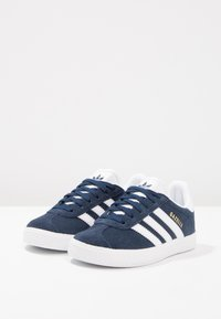 adidas Originals - GAZELLE - Tenisky - collegiate navy/footwear white - 2