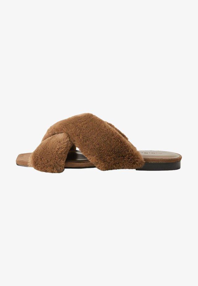 RABBIT - Slippers - mittelbraun