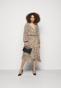 LIU JO - ABITO - Day dress - macula naturale - 1