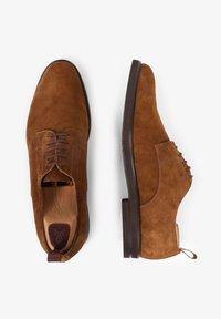 Scalpers - Sznurowane obuwie sportowe - brown - 4